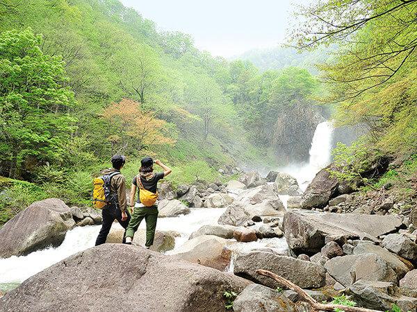 〈苗名滝〉片道15分のお気軽「山散歩」