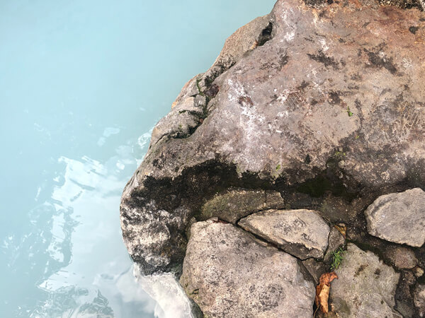 〈燕温泉〉標高1100mにある野天風呂